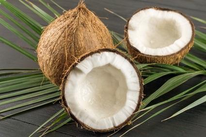 10 kokosových parfémů, ideálních na léto