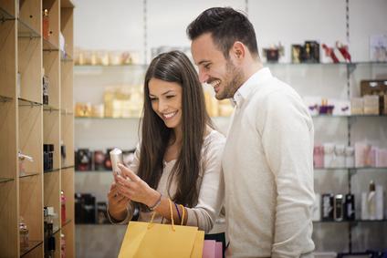 10 nejjemnějších dámských parfémů dle mužů