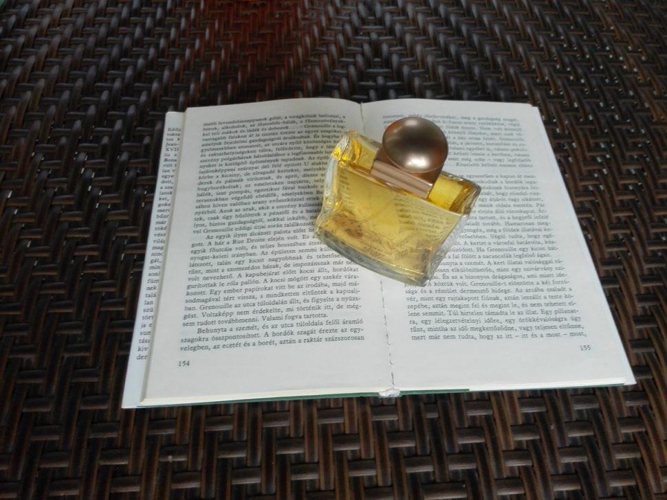 recenze knihy_parfém příběh vraha