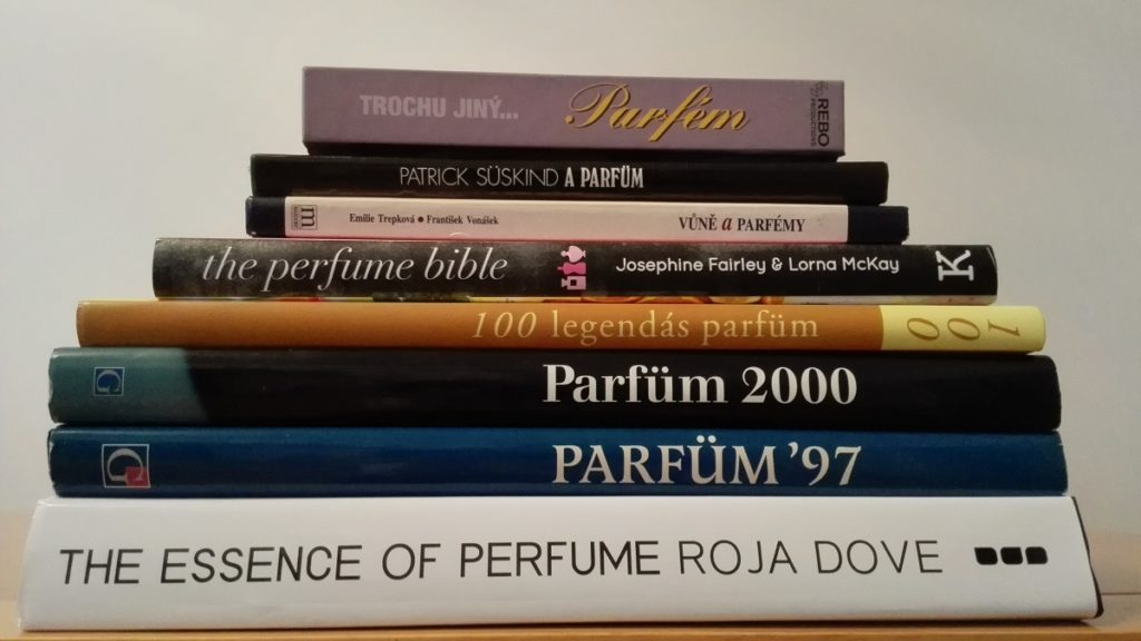 knihy o parfémech