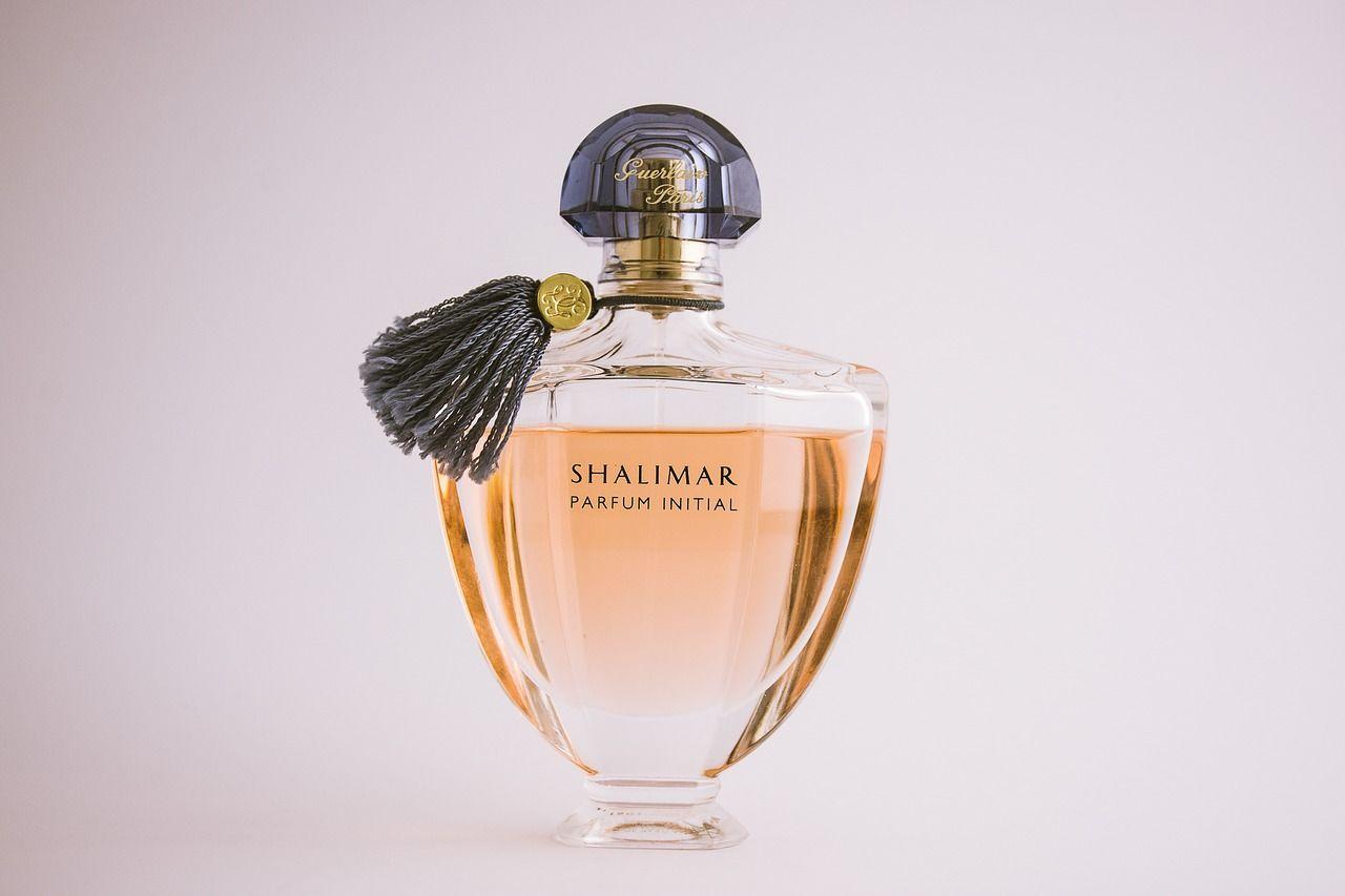 20 nejlepších dámských parfémů dle mužů