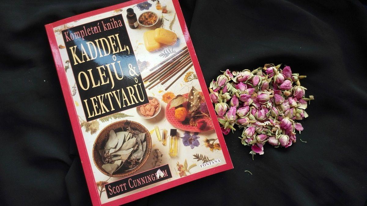 Kompletní kniha kadidel, olejů & lektvarů